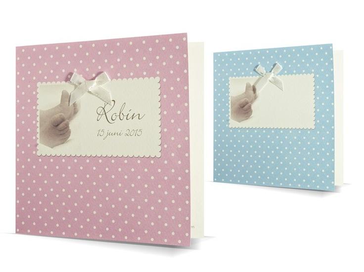97.617 geboortekaartje met strikje en voetjes met roze of blauwe gestipte achtergrond, 49.617 - Family Cards - De allerliefste geboortekaartjes
