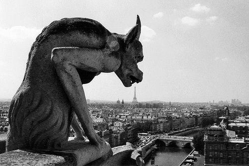Photo de Robert Doisneau La Gargouille de Notre-Dame,1949