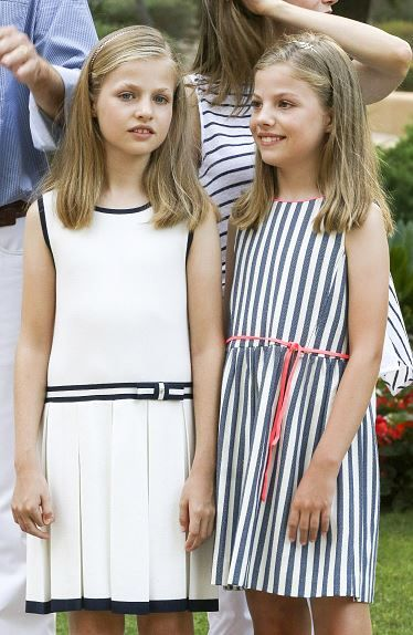 (L-R) Princess Leonor of Spain and Infanta Sofia of Spain pose for the photographers at the Marivent Palace on August 4, 2016 in Palma de Mallorca, Spain.