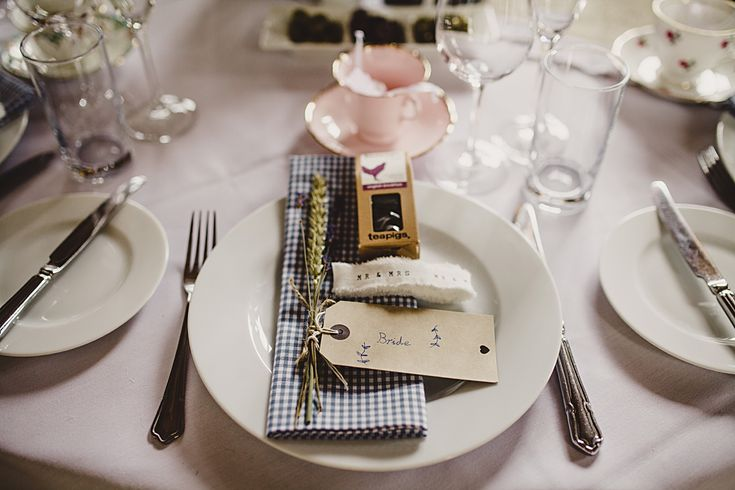 wedding table settings - wedding table ideas #rusticweddinginspiration #barnweddings