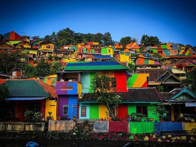 The Kampung Pelangi aka. Rainbow Village. The rainbow village in Indonesia, called Kampung Pelangi, is trending on social media after a government-funded project transformed it into a vibrant Instagram hotspot. The once struggling village, originally named Kampung Wonosari, located in Randusari in the South Semarang district, was considered a slum before the local government officials decided to turn things around. - #6s #kampong #slumarea #kampungpelangi #semarang #blusukanSMG…