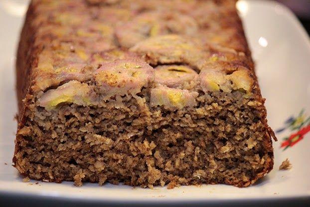 Aqui em casa os bolos que mais fazem sucesso são os saudáveis, adoramos tudo que leva aveia, amamos aqueles bolos cheios de fibra e se levar frutas fica ainda melhor. Esse bolo não leva nada de farinha, fica úmido e...