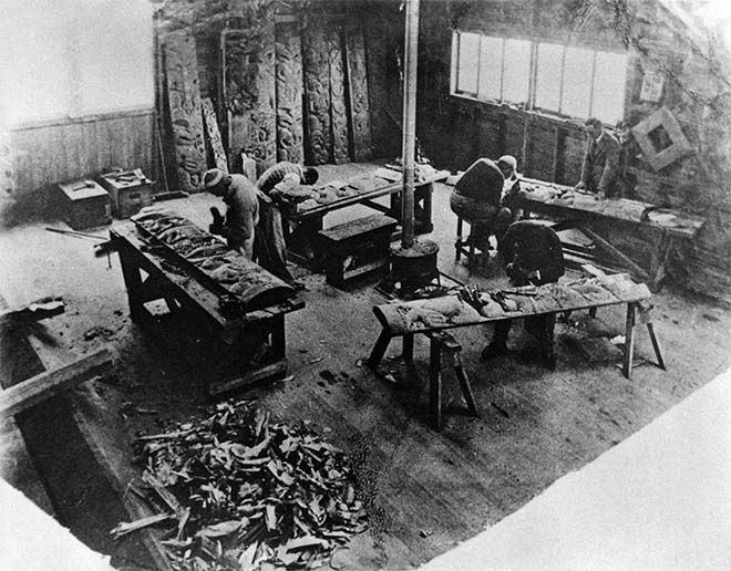 Students are shown hard at work carving pou (posts) at the Rotorua School of Maori Arts and Crafts in the early 1930s. The school had been established at Whakarewarewa in 1927 by Āpirana Ngata. It drew on the tradition of carving among Ngāti Tarāwhai, a Rotoiti subtribe of Te Arawa. Film-making and singing were other forms of cultural creativity in Rotorua during the interwar years.  Rotorua Museum CP-2474