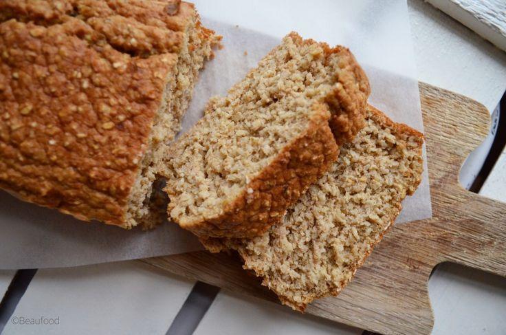 Appelmoes dadel cake - een simpele en onwijs lekkere cake van havermout en appelmoes. Wist je dat? Dat je een cake kunt bakken met appelmoes? Weer eens iets anders dan bananenbrood ;) En lekker dat ie is!
