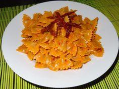 Pasta mit rotem Pesto (mit gerösteter Paprika und getrockneten Tomaten)