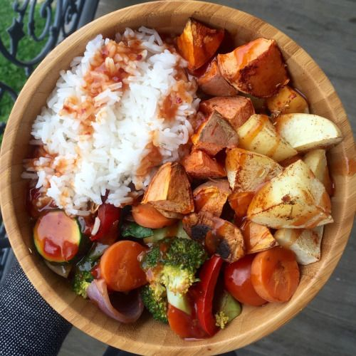 ti-bacio: BOMB dot com high carb low fat vegan lunchhhhhh. Rice (more consumed post photo), roasted sweet and white potatoes, vegetables drowned in sweet Chilli sauce). Bought a bigger bowl, because carbing up is getting easier (celebrate good times c'mo