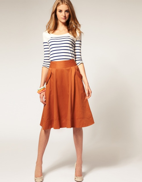 Love the colour of the skirt, its cut perfect too. I also like the combination with the stripped shirt (the shirt itself is perfect too).