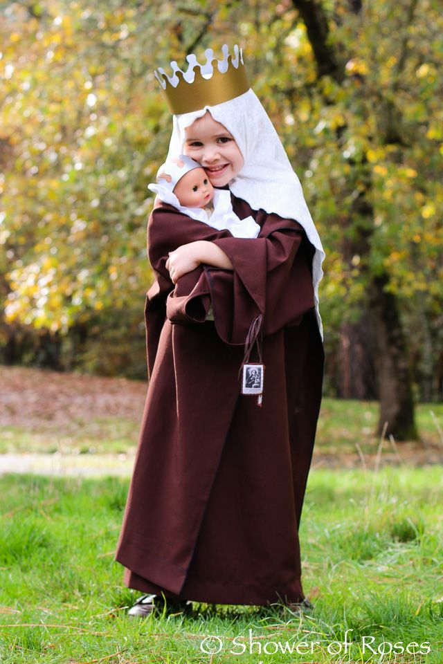 An incredible (and adorable!) Our Lady of Mount Carmel costume for All Saints Day!