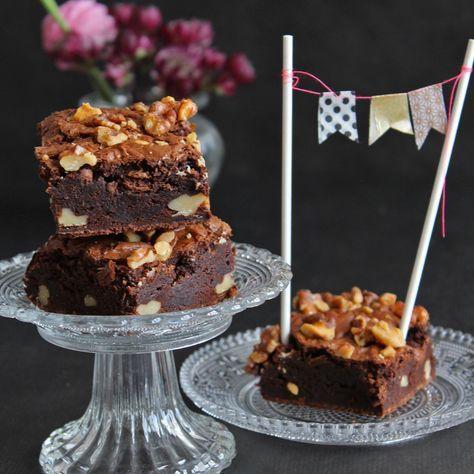 Schoko Brownies mit Walnüssen! Süß und mega saftig!! – #Brownies #Mega #mit #…