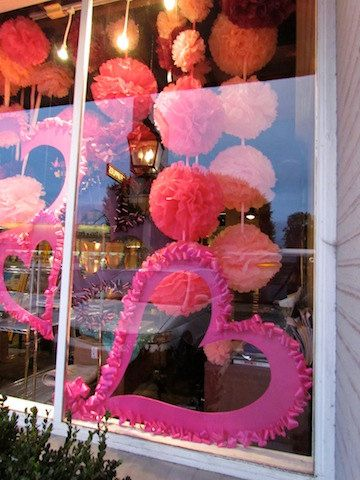 Shop Window Display Decor Pom pom Tissue Paper by BolleBluParty, €32.90