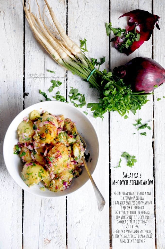 Kulinarne podróże: Sałatka z młodych ziemniaków. Z czerwoną cebulą, cytryną i natką pietruszki.