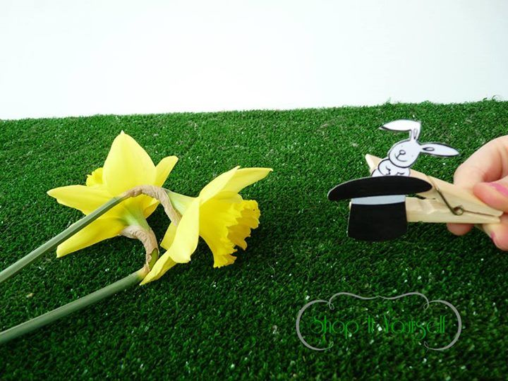Idée de cadeau d'invité pour Pâques. Kit de réalisation en vente sur le site.  Lapin chapeau magie pince Rabbit magic clothepin