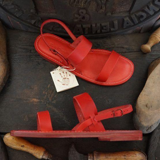 Sandali Artigianali da Donna in Cuoio e Vera Pelle al Vegetale #Handcrafted woman Sandals natural tanned leather #Handgefertigen naturgegebertes Leder DamenSandalen Pelle #cuoio #leather