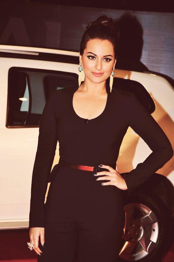 Sonakshi Sinha Bollywood actress Indian beauty Black - Earings- hairstyle