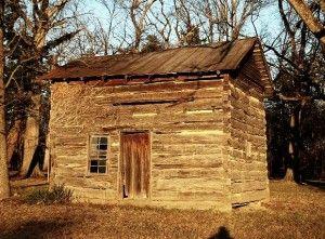 Google Image Result for http://historichouseblog.com/wp-content/uploads/2011/07/logcabin_linden-300x221.jpg