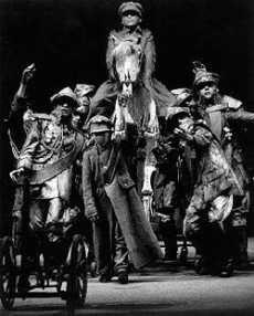 Enfocarte.com - n°18 - Teatro: Tadeusz Kantor - La clase muerta