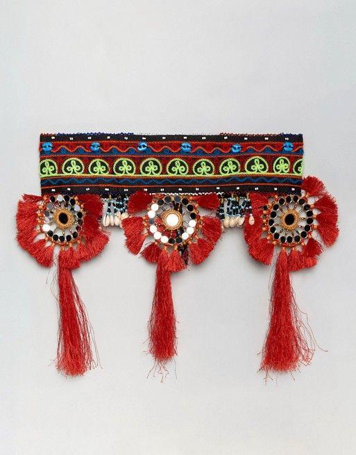 Cinturón con borlas y cuentas de Reclaimed Vintage   39,99 €   1020640