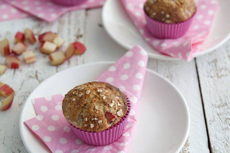 Het is weer rabarbertijd; maak er heerlijke muffins mee! - Recept - Allerhande