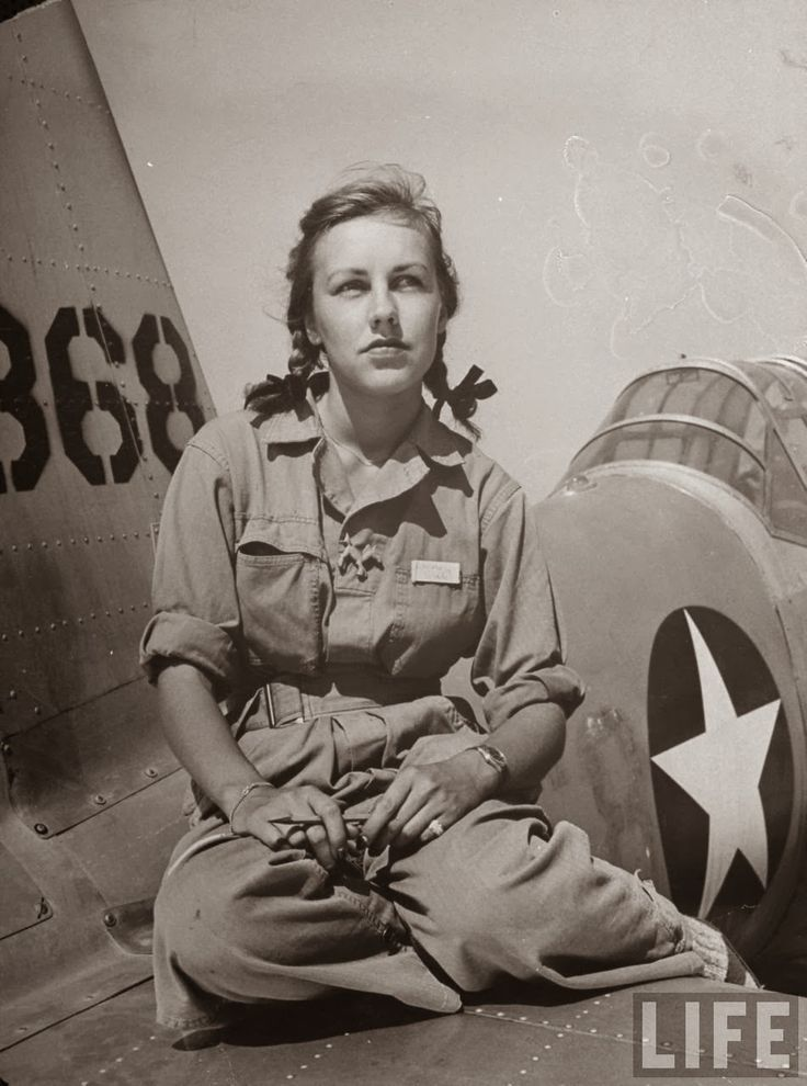 Here are some vintage photos show the female pilots in flight training at Avenger Field, a Texas airport in 1943.      Rebecca Edwards, 22, ...