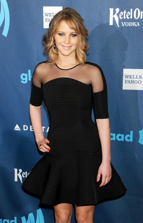 Jennifer Lawrence debuted her freshly chopped locks at the GLAAD Awards!