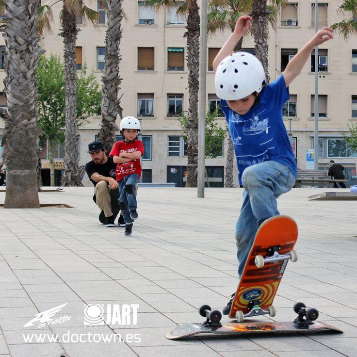 Durante todo el año transmitiendo la pasión de lo que mas nos gusta... El skate! www.doctown.es Escuela de Skate & Skate Camp
