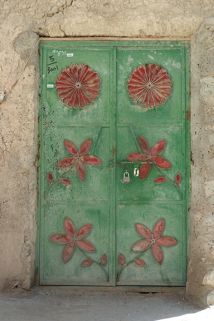 Green doors and stuff in Nizwa by CharlesFred (© Charles Roffey), via Flickr.com