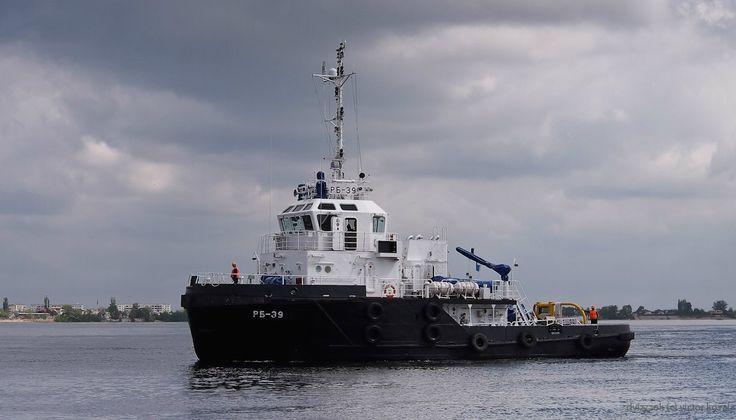 Рейдовые буксиры РБ-39, РБ-10 и РБ-396 проекта 705Б. Построены ОАО «Астраханский судоремонтный завод» (филиал ОАО «ЦС «Звёздочка»): РБ-39 — в 2010 году РБ-10 — в 2011 году РБ-396 — в 2012 году. Технические характеристики: Водоизмещение: 310 т. (полное) Главные размерения: длина — 26.5 м, ширина — 8.7 м, осадка — 2.7 м. Максимальная скорость хода: 12 узлов Дальность плавания: 700 миль Автономность: 5 суток Экипаж: 8 человек.