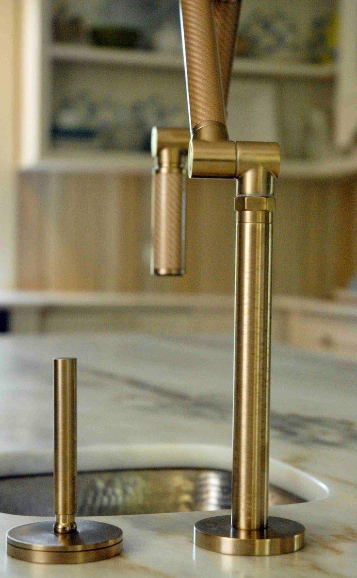 decorar banheiro velho:pensou em decorar o seu banheiro com uma torneira na cor ouro velho