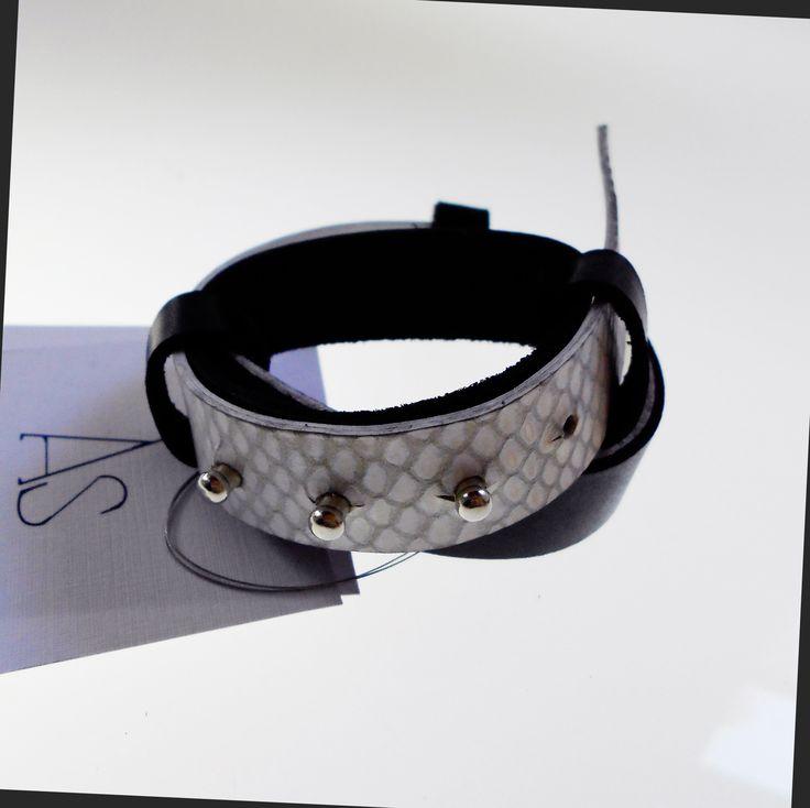 Bracelet Elo  white and black leather  https://www.facebook.com/as.strifezza