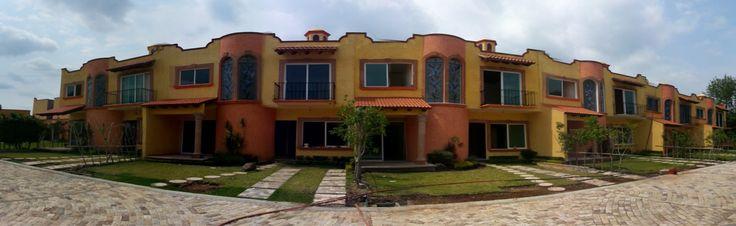 Te gusta el lujo? te presentamos 11 esclusivas casas en el sur de la ciudad de Cuernavaca, zona metropolitana, acabados en cantera rosa en ventanas y puertas, madera de nogal en la carpinteria, marmol en vialidad! nos quedan pocas! Entrega inmediata ! haz tu cita