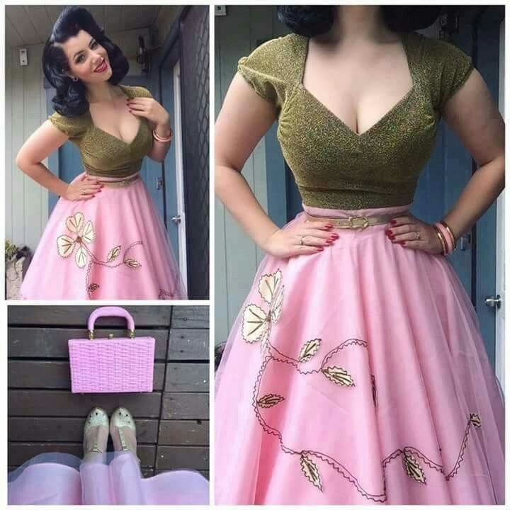 Love the top. Different skirt. That pink is god awful.