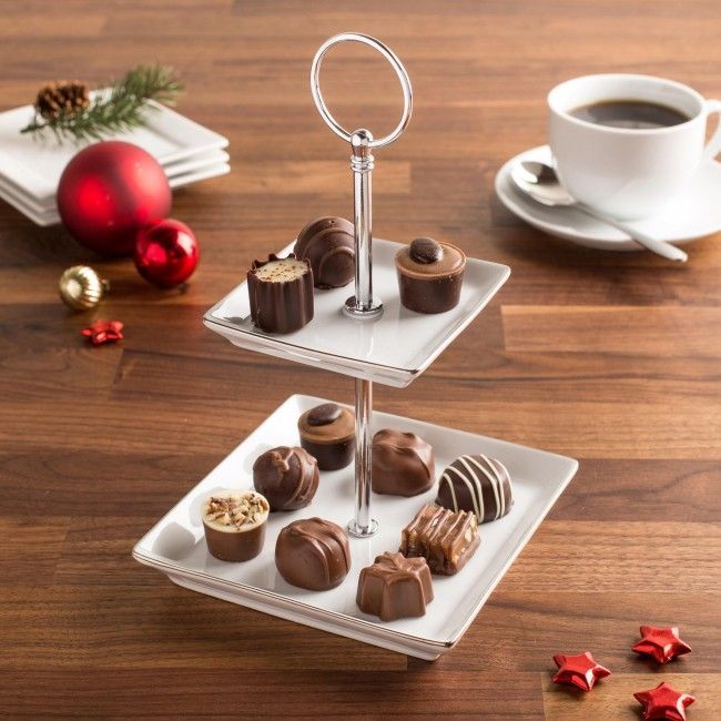 Great for serving a few appetizers or an after dinner dessert, the Gleam 2-Tier Buffet Plate white porcelain construction looks great with any decor and is the perfect way to present your delicious snacks. When not being used, the Gleam Buffet Plate comes apart for easy storage.