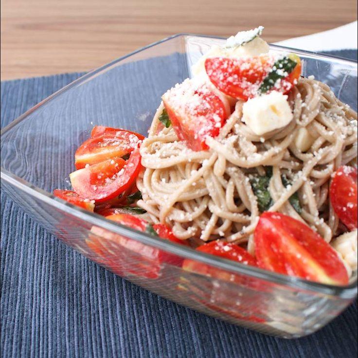 トマトとバジルの冷やしそば | 料理動画(レシピ動画)のkurashiru [クラシル]