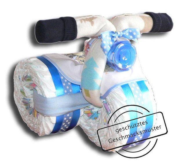 """Windeltorte """"Windeldreirad"""" in blau Das Original! Wer zur Geburt eines Kindes etwas Praktisches schenken möchte, der sollte dies mit unserem Windeldreirad machen. Denn alles, was bei..."""
