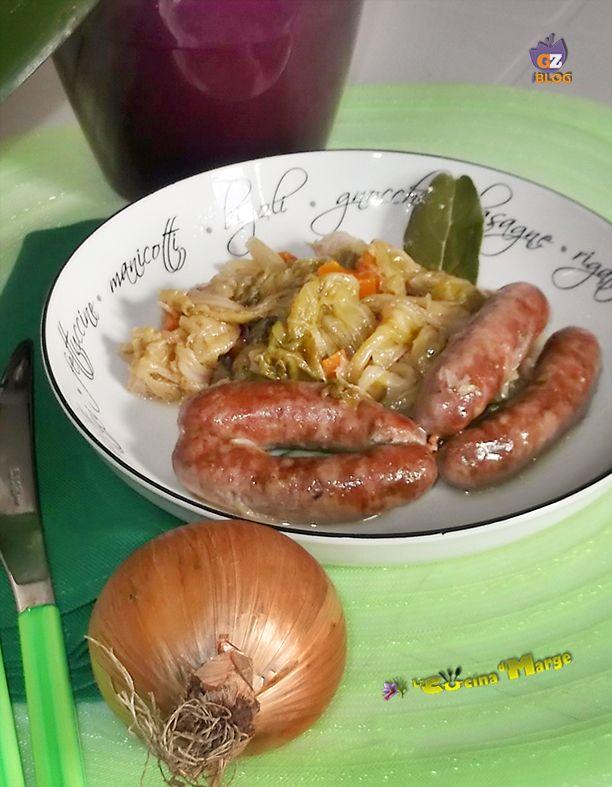 Visto che le serate iniziano a essere più fredde vi consiglio di provare questo gustosissimo piatto SALSICCIA CON VERZA #madeinsud  http://blog.giallozafferano.it/lacucinadimarge/salsiccia-verza/