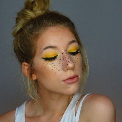 Tem maquiagem para o Carnaval? Conheça a febre das sardas coloridas   Virgula