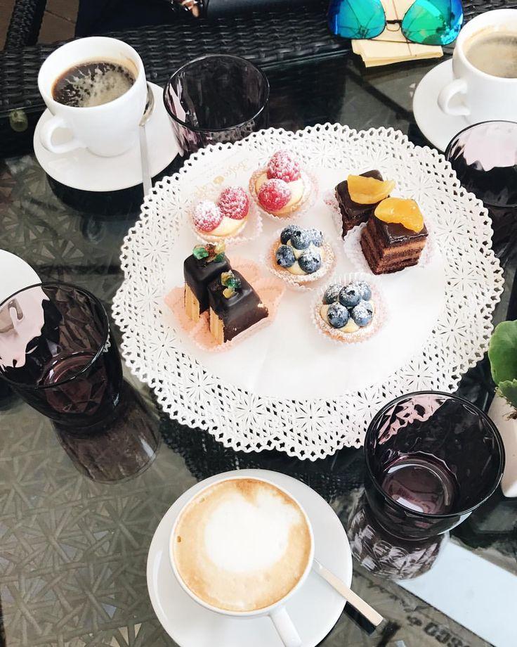 170 отметок «Нравится», 21 комментариев — Xenia V. (@xenia_vy) в Instagram: «Люблю повеселиться, особенно поесть! Highlights сегодняшнего дня стали эти чудесные мини-пирожные…»