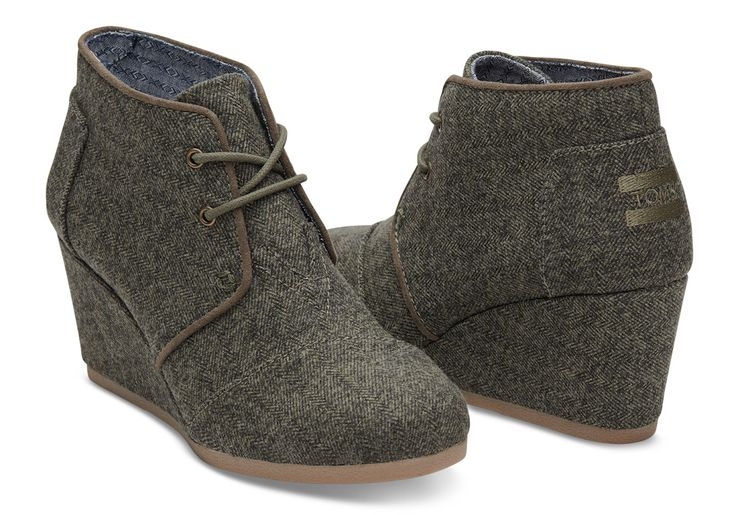 Elevate your look with this everyday bootie featuring a herringbone pattern. Wedge with olive herringbone upper Metal tips on laces Sock liner that fights bacteria Rubber outsole provides a no-slip gr