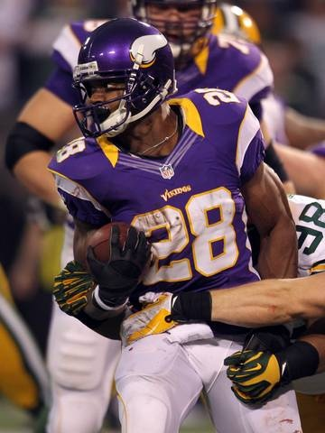 Adrian Peterson carries Vikings to playoffs