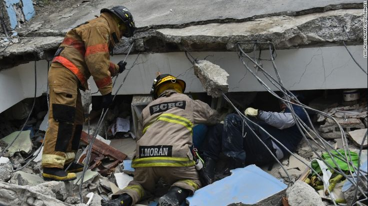 Korban tewas gempa Ekuador bertambah menjadi 246 lebih dari 2.500 orang terluka  QUITO (Arrahmah.com) - Kru penyelamat melalui reruntuhan bangunan berupaya mencari korban gempa berkekuatan 78 yang melanda pesisir Ekuador.  Korban tewas telah melonjak menjadi 246 ungkap Wakil Presiden Ekuador Jorge Glas Ahad (17/4/2016) malam yang disiarkan oleh Ecuador TV. Setidaknya 2.527 orang terluka ungkapnya sebagaimana dilansir oleh CNN.  Daerah yang paling parah adalah pesisir Provinsi Manabi di mana…