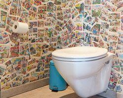 RØDT HUS toilet med tegneserier på væggene