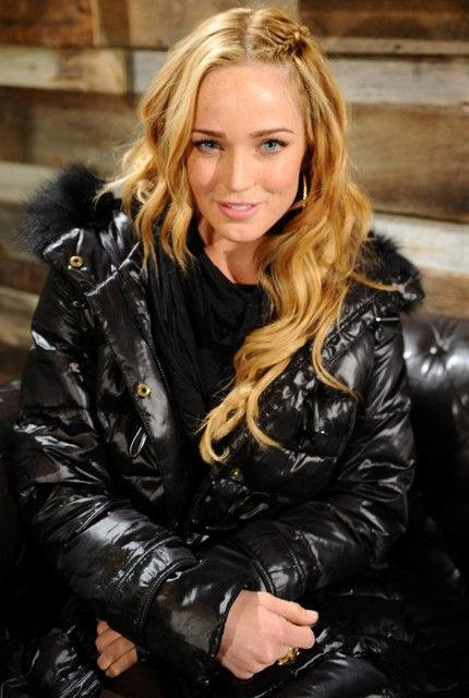 Caity Lotz Age in 2013: 27 (30 December 1986) Height in Meters: 1.68m Height in Centimeters: 168cm Height in Feet: 5 Feet 6 Inches Weight in Kilograms:  56kg Weight in Pounds: 123lbs Body Measurement and Size: 30-24-33 Bra Size: 30B Eye Color: Blue