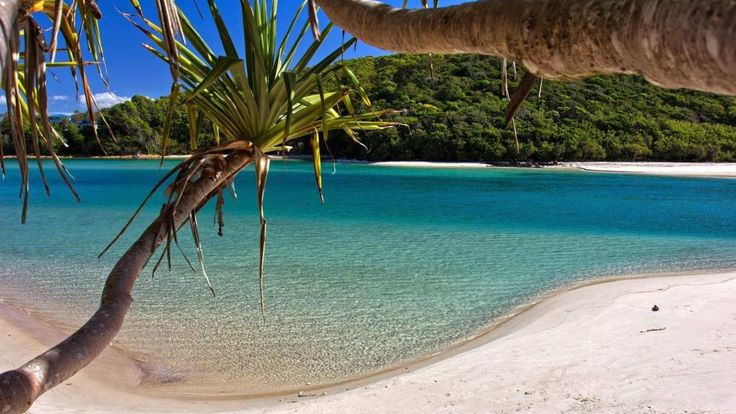 Tallebudgera Creek, GOLD COAST, QUEENSLAND. Australia's Gold Coast is a modern city of glittering high-rise buildings, built around superb beaches, including the world renowned 'Surfers Paradise'.