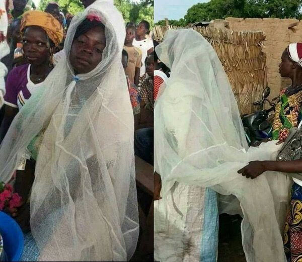 Afrika'da yokluklar içinde bir Düğün kutlanılıyor.Açlığın normal olduğu sınırlarda bir Genç Kızın hayali herzaman beyazlar içinde evlenmektir.Tül son model,pahalı olmasada Perde Tülü de umutsuz değil.Hayatta herşeye sahip olmak imkansız.Bir şeker Çuvalıda etek olarak kullanılıyor. Allah bizleri sayısız nimetler  i ile beslerken.Elimizdeki nimetlerin değerini bilmemiz lazım..
