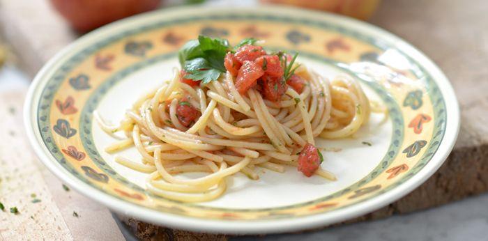 pasta with raw tomatoes and herbs. spaghetti checca sul rogo