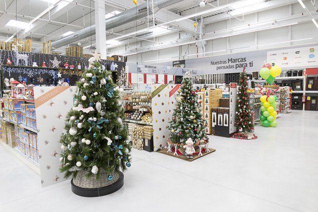 Este es un gran momento para pensar en renovar tu árbol de Navidad. Adelántate a estas fechas tan especiales visitando tu tienda AKÍ más cercana. #AKíesNavidad #tanfácilquenotelocrees 🎄