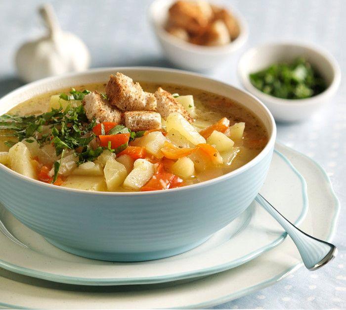 Чесночный суп с овощами и сухариками