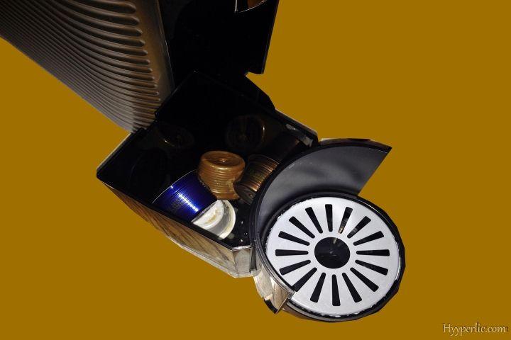 Der Kapse-Auffangbehälter der EXPRESSI Kapsel-Kaffeemaschine von ALDI Süd