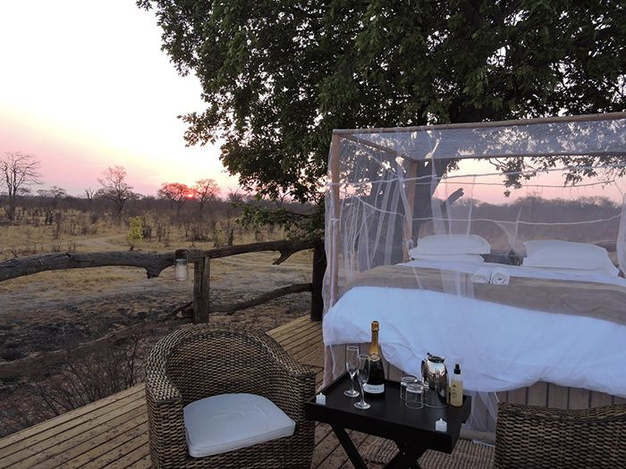 Sleep under the stars with these 10 spectacular sleep-out decks in Africa.