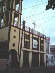 Leyenda de Guanajuato. Cuenta la leyenda, que en las margaritas esta un tesoro enterrado, el lugar exactopuede ser encontrado si observan a donde apuntan las almas que andan penando por el lugar.